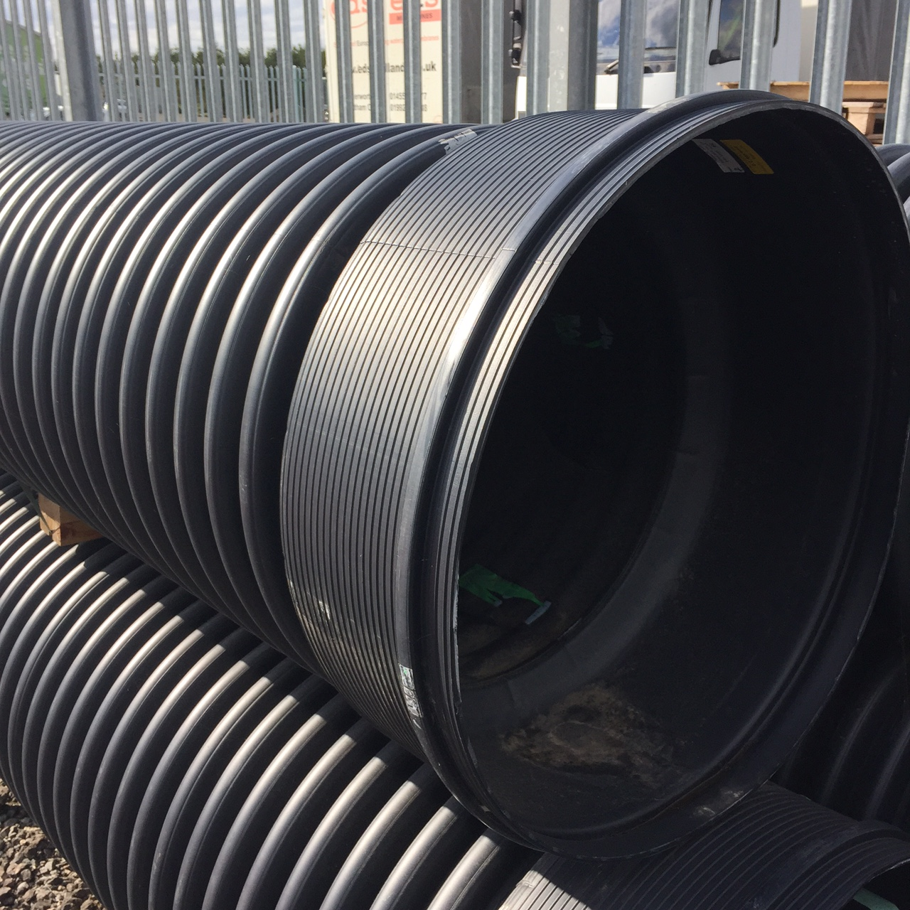 600mm x 6m Twinwall Solid Pipe c/w Integral Socket & Ring Seal